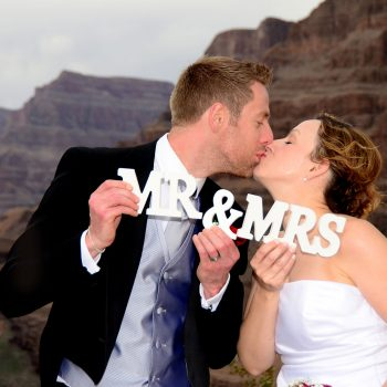 GRAND CANYON HELICOPTER LANDING WEDDING PACKAGE